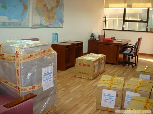 专业搬家,搬工厂,装卸货物等业务-- 小揭搬家服务中心