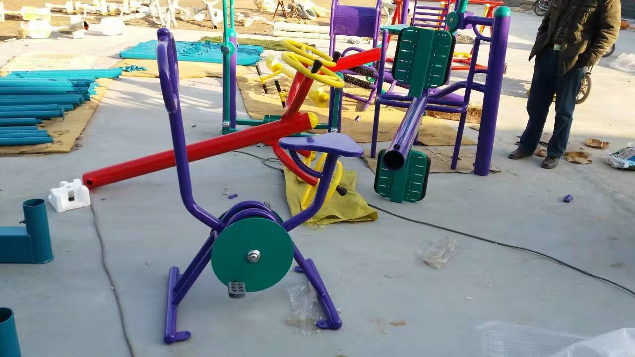 专业生产塑胶跑道,场地,围网联系电话18275731456-- 南宁越诚体育器材制造有限公司