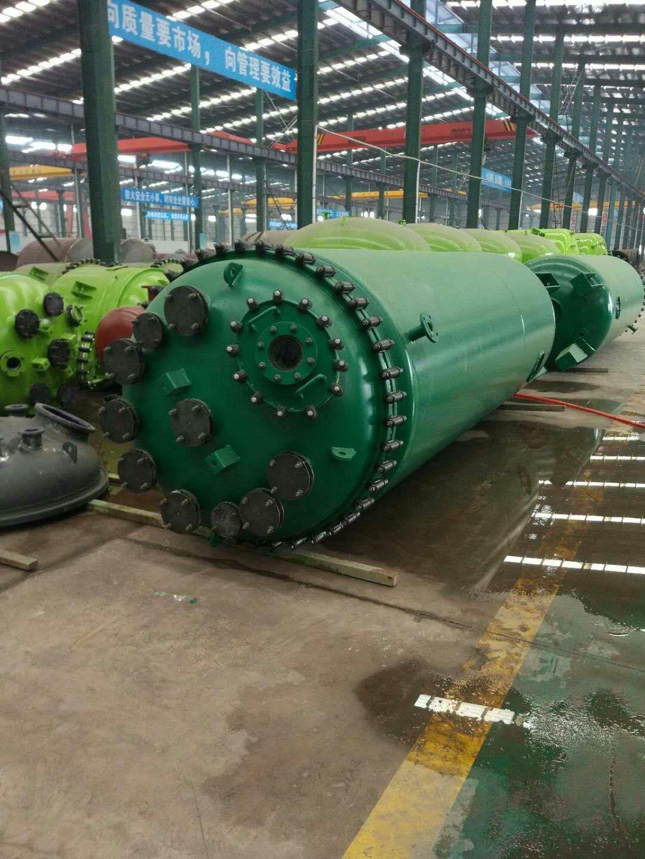 反应釜成品摆放-- 河南大搪化工设备有限公司