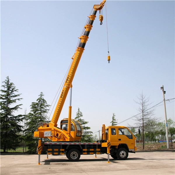 西安8吨吊车出租-- 西安沙玛吊装公司